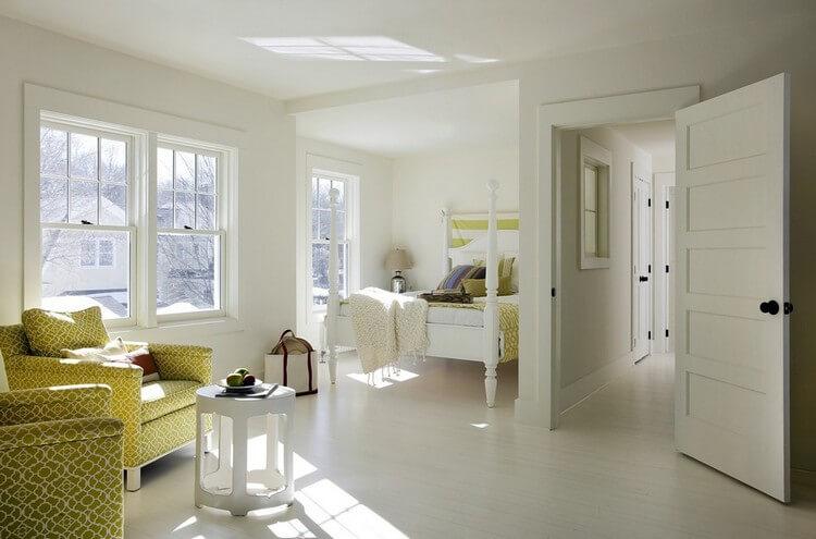 белые двери желтая мебель